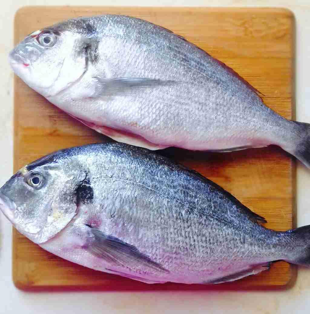 Greek Oven Baked Sea Bream Recipe (Tsipoura)