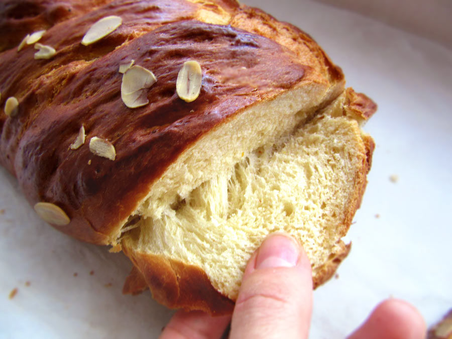 Greek Sweet Easter Bread (Tsoureki)