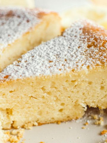 Greek-Yogurt-Lemon-Cake-With-Anthotyro-Cheese-Recipe